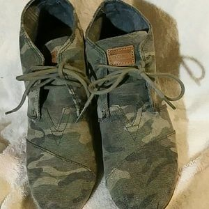 Toms camo wedge shoes